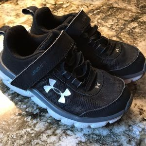 Boy's Velcro Under Armour sneakers